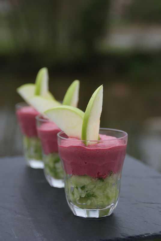 Crème de Betteraves sur Tartare de concombre et pomme verte