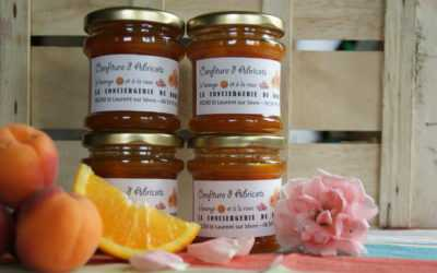 Confiture d'abricots à l'orange et à la rose