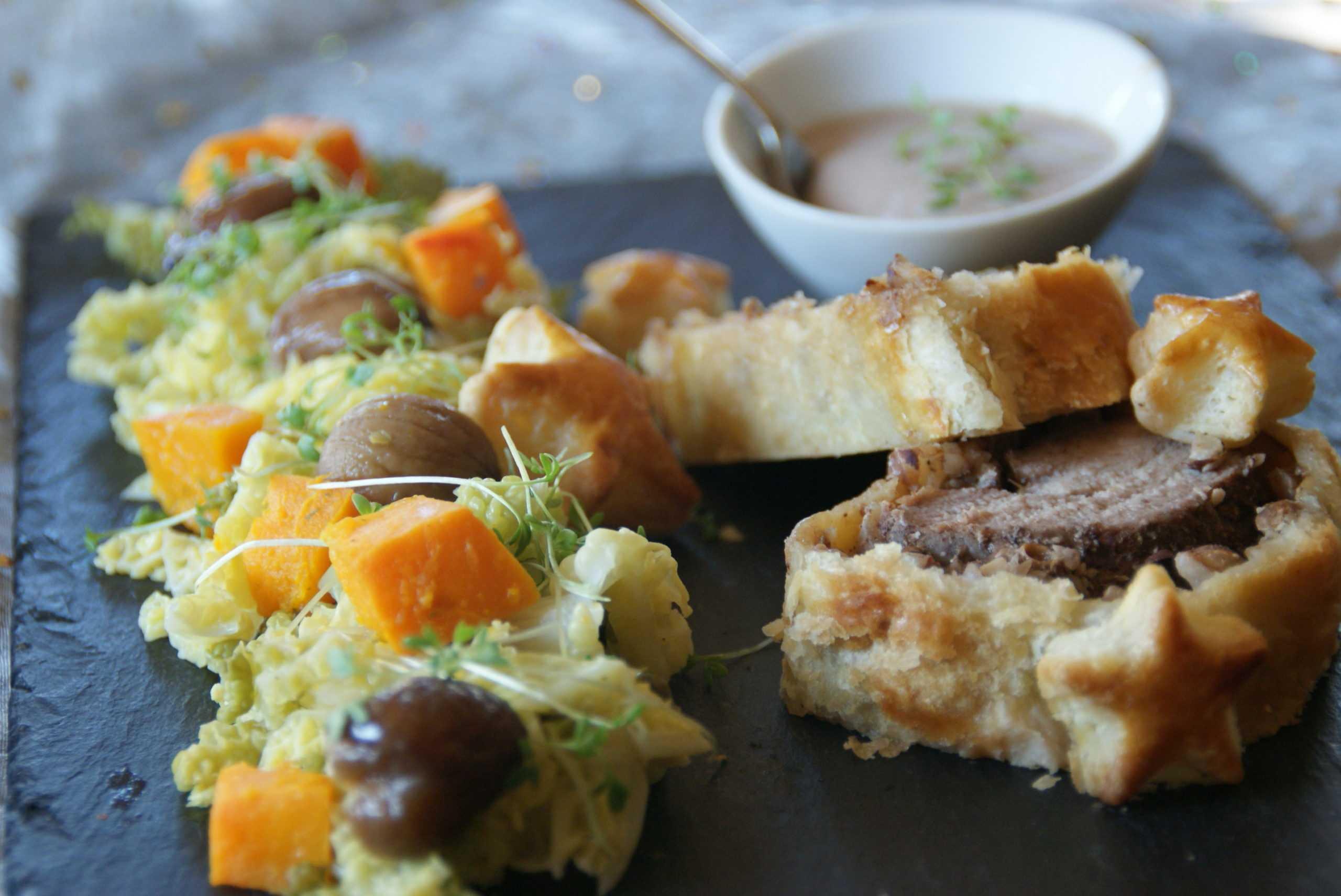 Filet mignon en croûte,Poêlée de légumes d'hiver,sauce forestière aux airs de fête.
